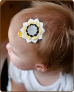 Felt Clippie - White/Yellow/Grey Flower