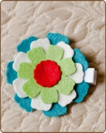 Felt Clippie - Turquoise/White/Green Flower