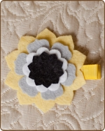 Felt Clippie - Yellow/Grey/White Flower